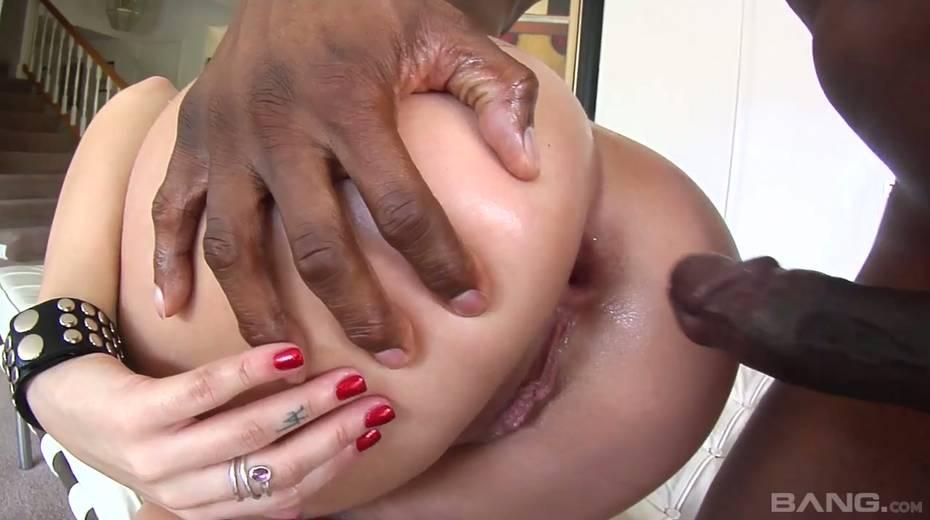 Giant black hose punishes anus and throat of tattooed harlot Tori Lux - 16. pic
