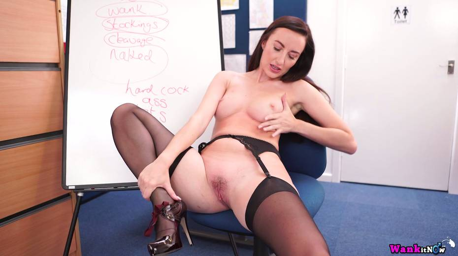 Seductive British milf prepared a presentation of her sweet hungry hole - 19. pic