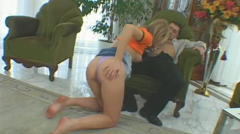 This chick is a total slut all the time and she loves fucking on camera - 6. pic