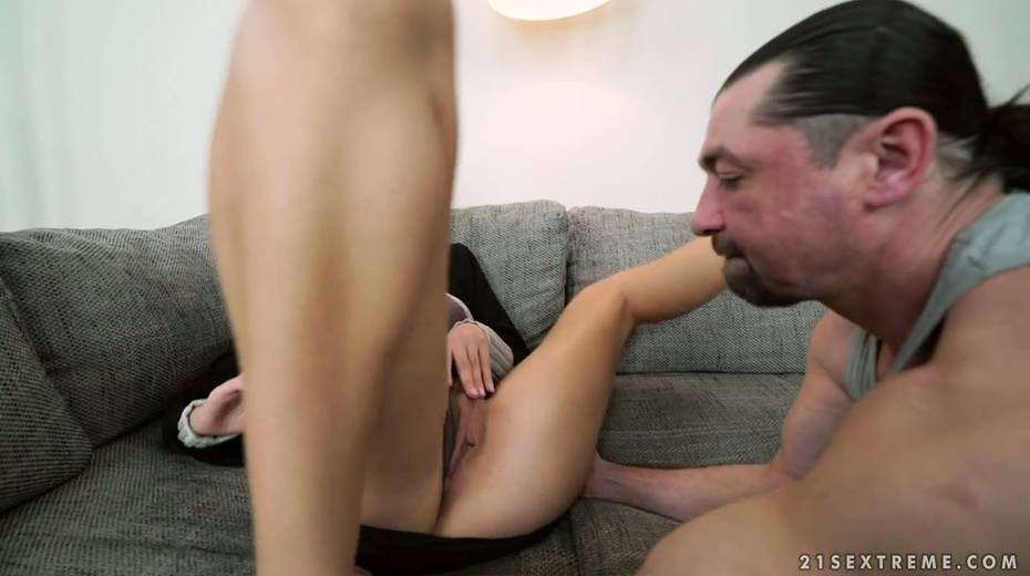 Four eyed bitch Shona River gets her pussy licked and fucked - 2. pic