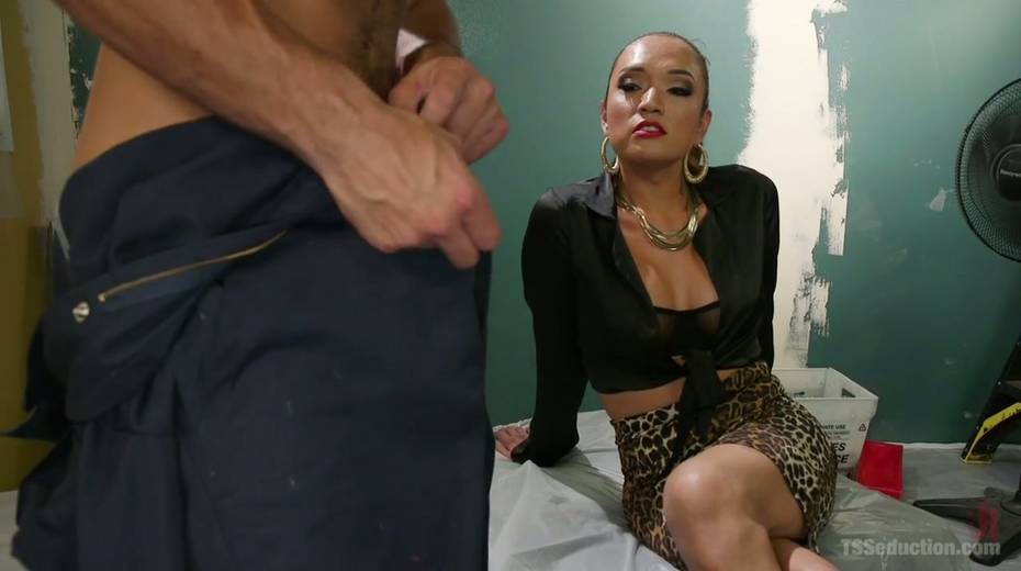 Bisexual dude is fucked hard by hot blooded T-girlfriend Jessica Fox - 3. pic