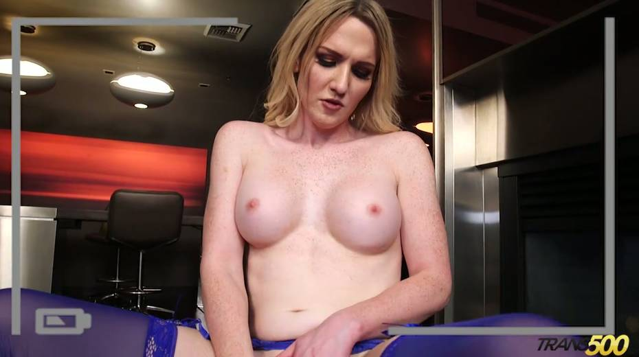 Sex-hungry tranny Kayleigh Coxx dildo fucks stretched anal hole - 14. pic