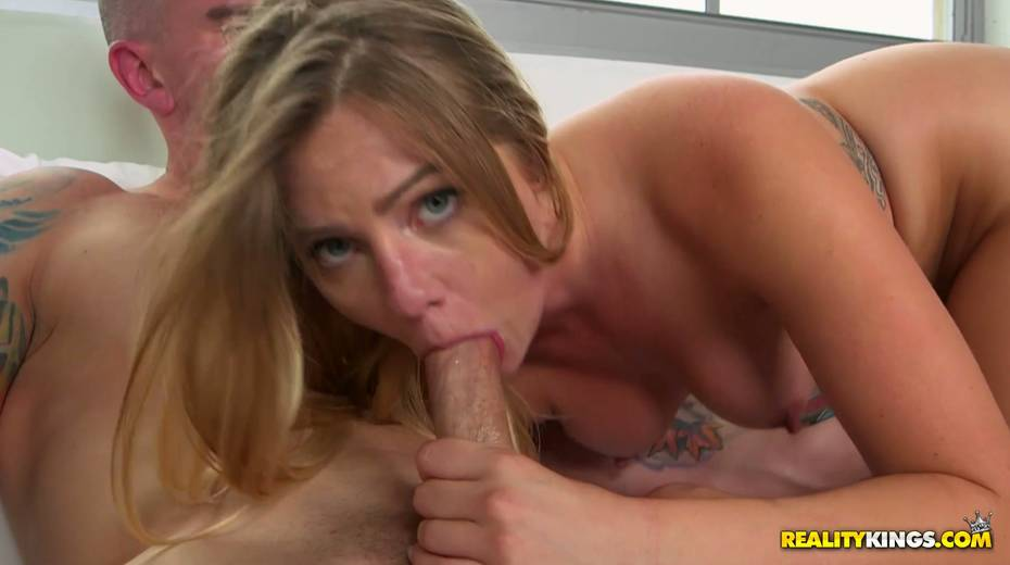 Alluring blonde Lilly Sapphire swallows hose before steamy pussy pounding - 6. pic