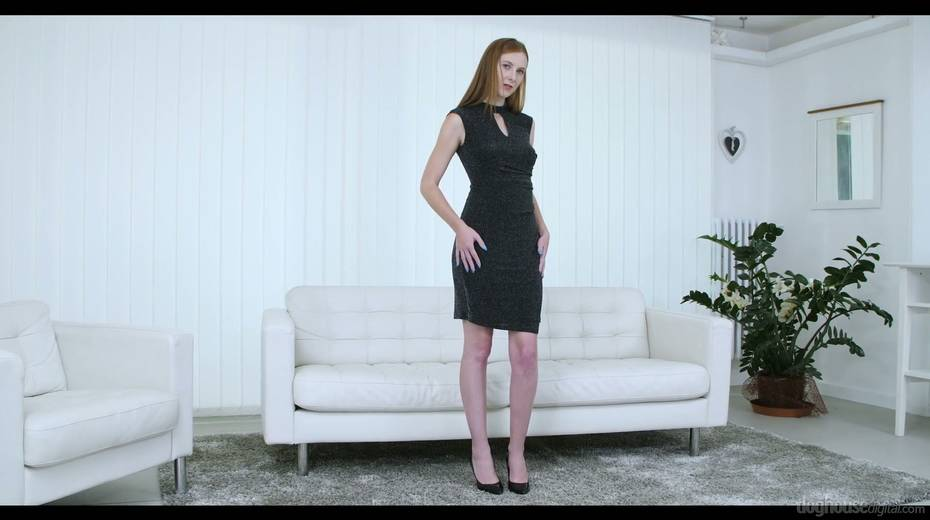 Ginger housewife Ashley Woods is playing with addicted to sex pussy - 1. pic
