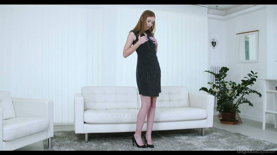 Ginger housewife Ashley Woods is playing with addicted to sex pussy - 2. pic