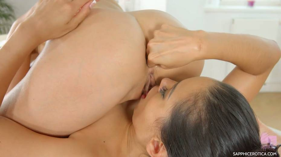 Sensual masseuse Andreina De Lux is making love with sex-appeal client - 22. pic