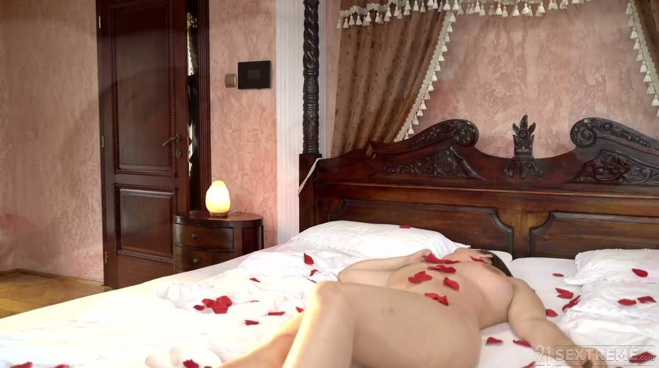 Young kept woman Sofia Lee knows how to make her sugar daddy fully satisfied - 4. pic