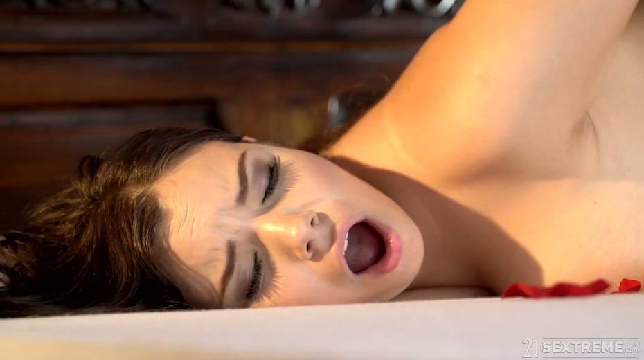 Young kept woman Sofia Lee knows how to make her sugar daddy fully satisfied - 24. pic