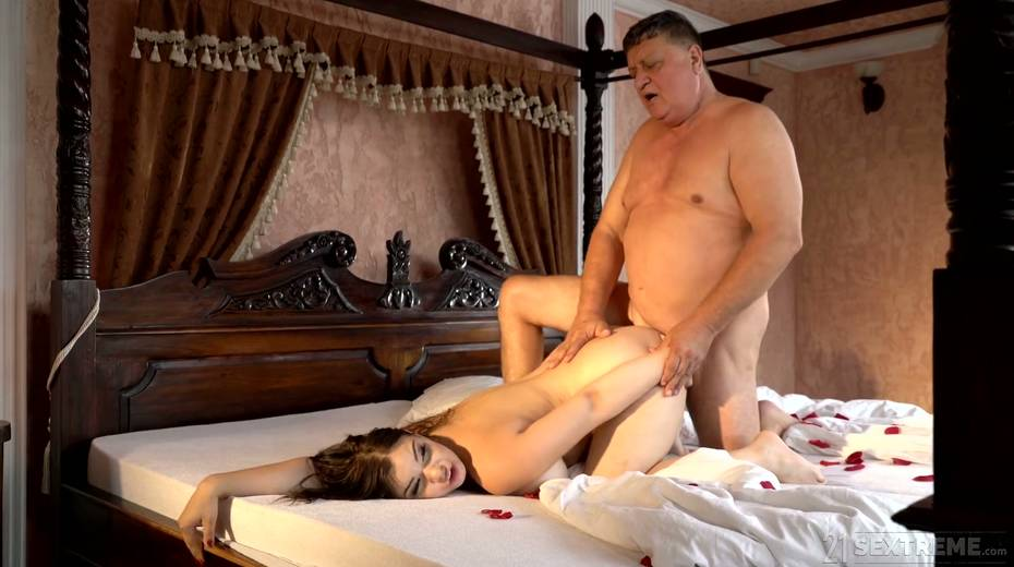 Young kept woman Sofia Lee knows how to make her sugar daddy fully satisfied - 25. pic