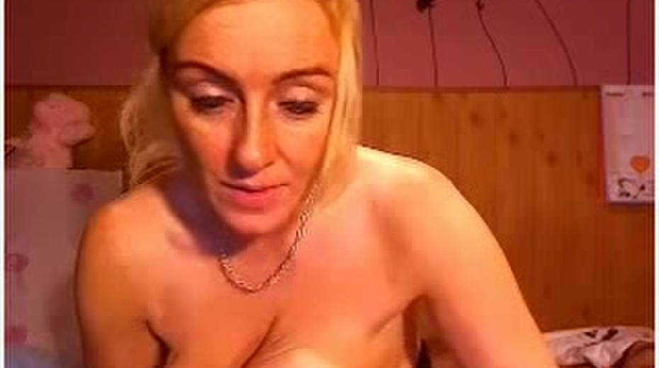Buxom amateur MILF kneading her goodies on webcam - 5. pic