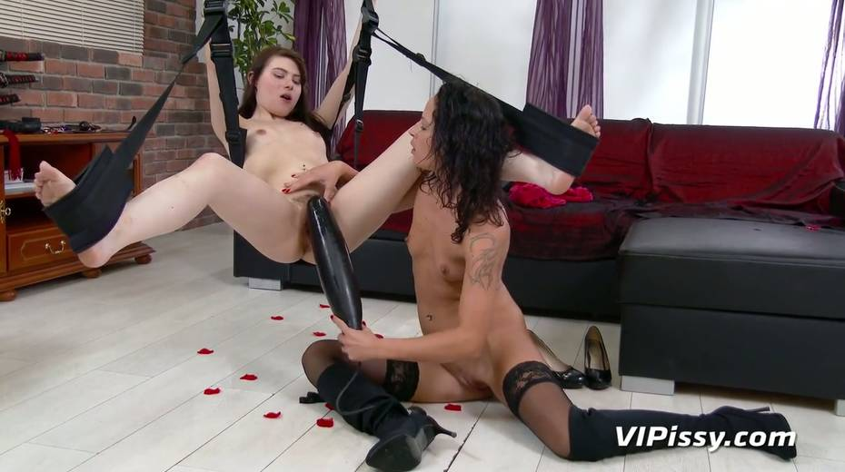 Jaw dropping hottie Vanessa Twain and her nasty GF are pissing after lesbian sex - 15. pic