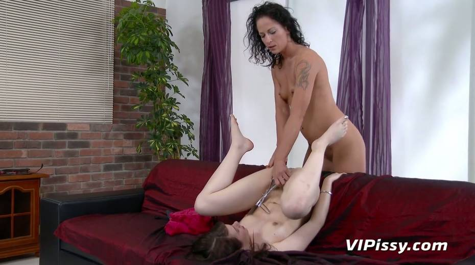 Jaw dropping hottie Vanessa Twain and her nasty GF are pissing after lesbian sex - 21. pic