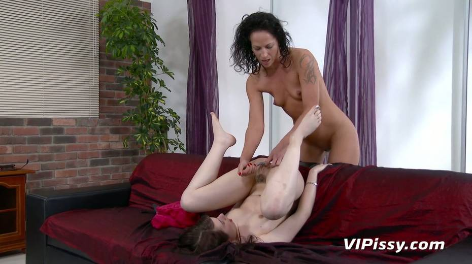 Jaw dropping hottie Vanessa Twain and her nasty GF are pissing after lesbian sex - 22. pic