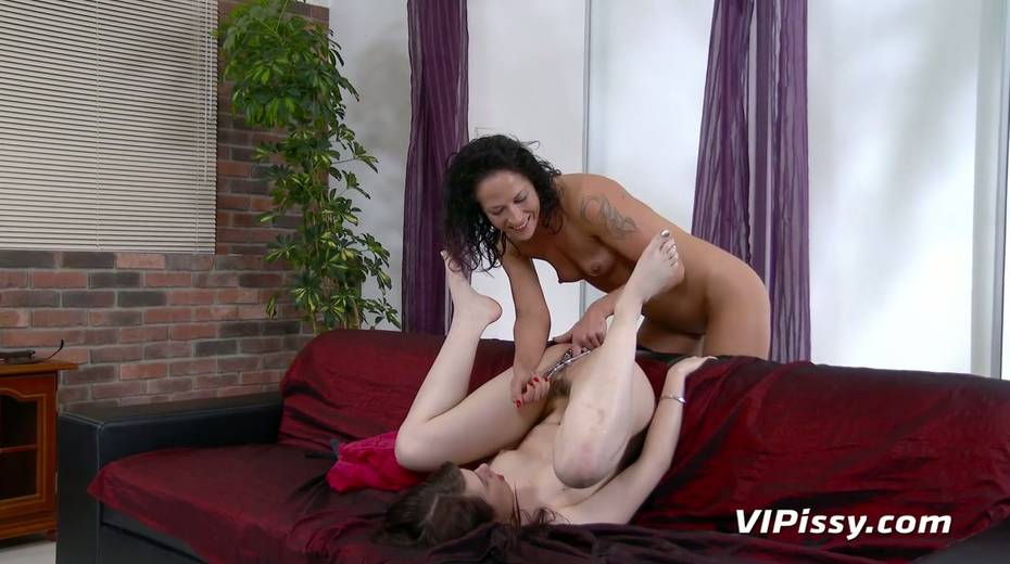 Jaw dropping hottie Vanessa Twain and her nasty GF are pissing after lesbian sex - 23. pic