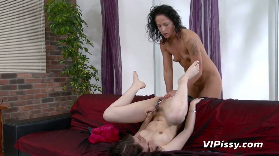 Jaw dropping hottie Vanessa Twain and her nasty GF are pissing after lesbian sex - 24. pic