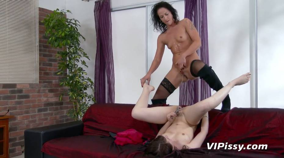 Jaw dropping hottie Vanessa Twain and her nasty GF are pissing after lesbian sex - 25. pic