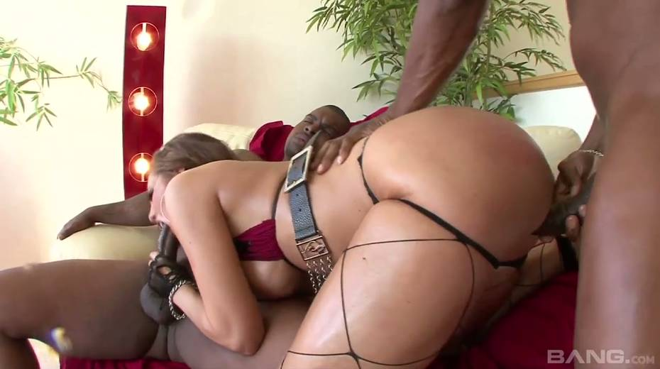 Horny slut Kelly Divine blows two huge black dicks and gets rammed hard - 4. pic