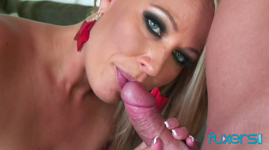 Curvy blond hooker licks sperm off hard cock after a steamy pussy pounding - 10. pic