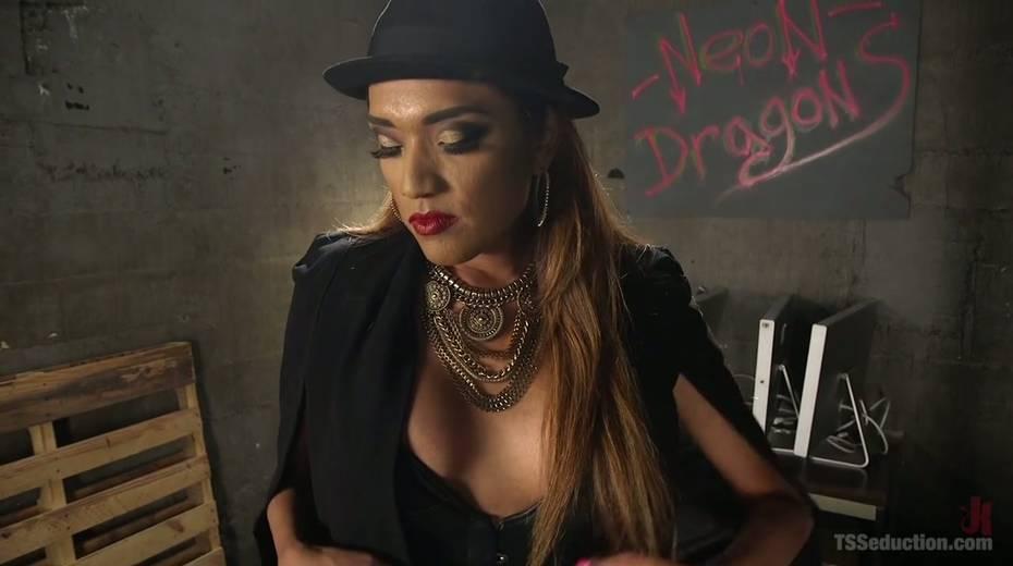 Shemale mistress in corset Jessica Fox fucks tattooed dude - 1. pic