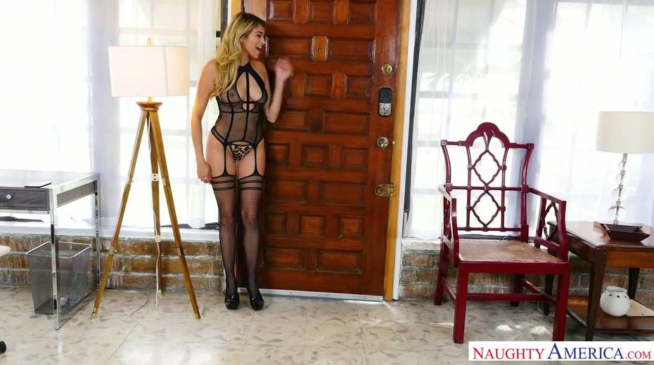 Spoiled chick in sexy lingerie and stockings Stephanie West seduces sister's boyfriend - 1. pic