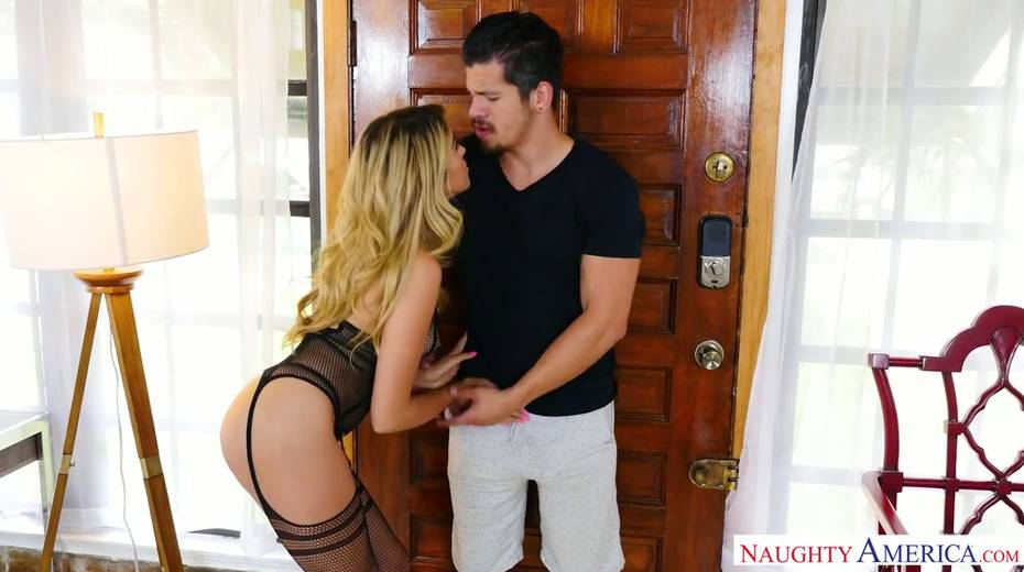 Spoiled chick in sexy lingerie and stockings Stephanie West seduces sister's boyfriend - 2. pic