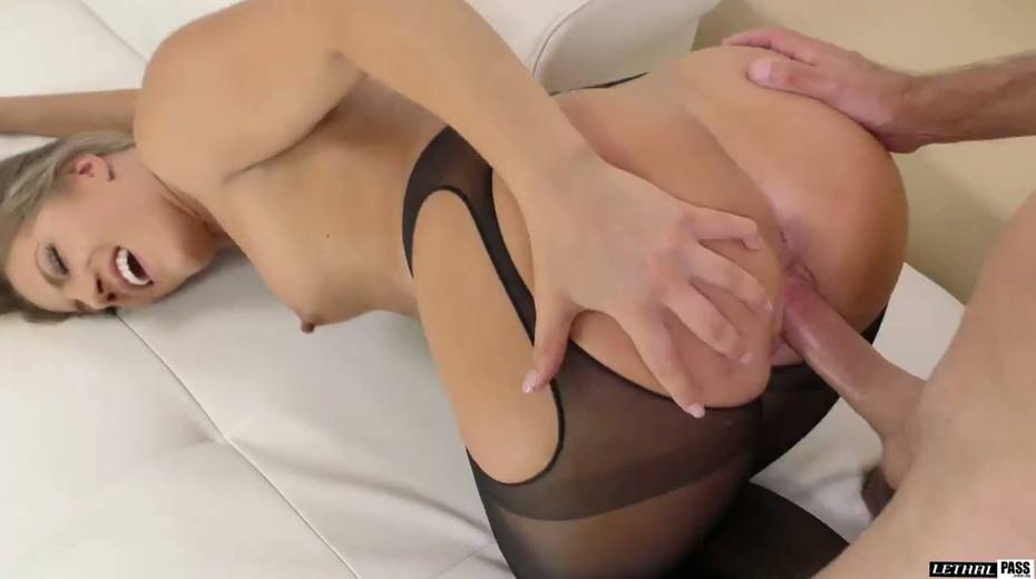 Stunning hottie in crotchless pantyhose Candice Dare gets her pussy fucked - 19. pic
