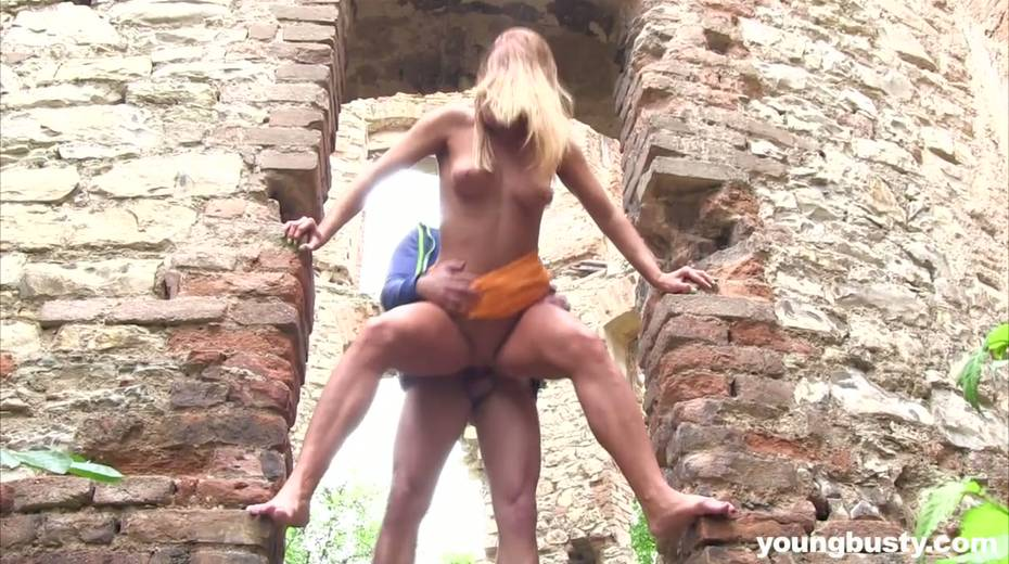 Dude fucks naughty hottie with big boobs Chrissy Fox in the old castle - 10. pic