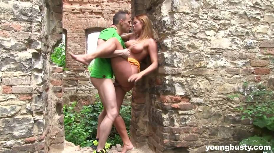 Dude fucks naughty hottie with big boobs Chrissy Fox in the old castle - 16. pic
