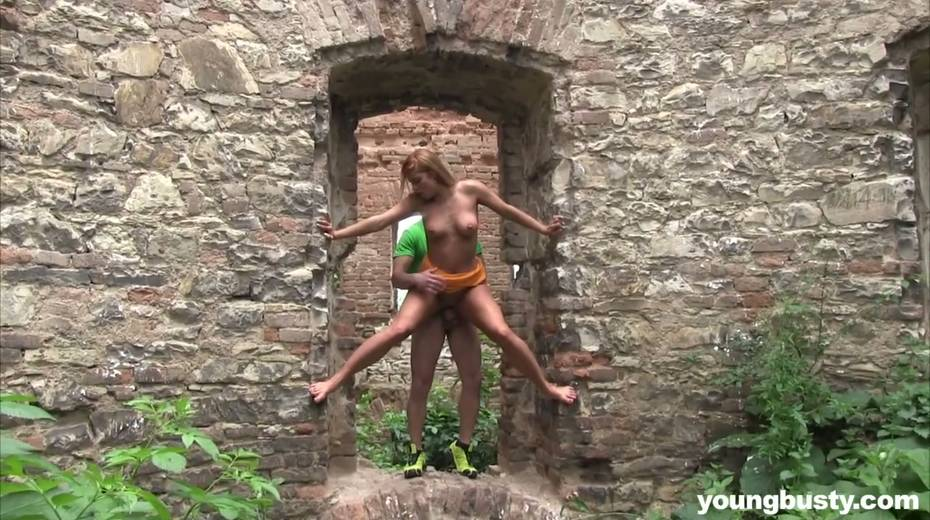 Dude fucks naughty hottie with big boobs Chrissy Fox in the old castle - 19. pic