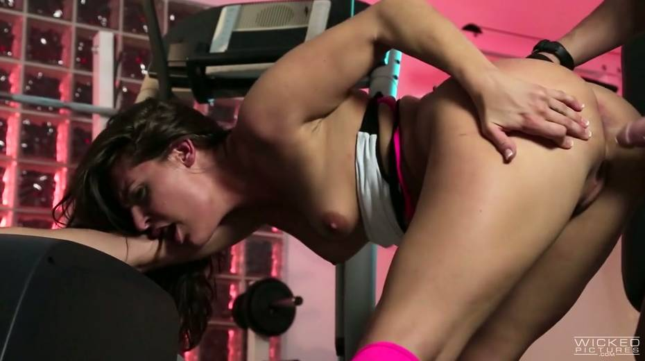 Sport chick Gracie Glam gets her muff licked and fucked at the gym - 5. pic