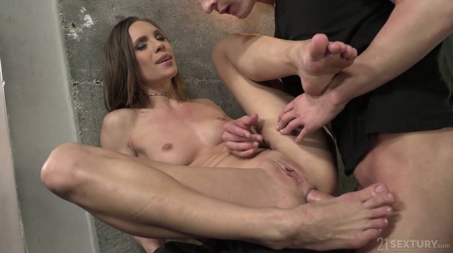 Leggy babe Veronica Clark is making love with foot fetish boyfriend - 15. pic