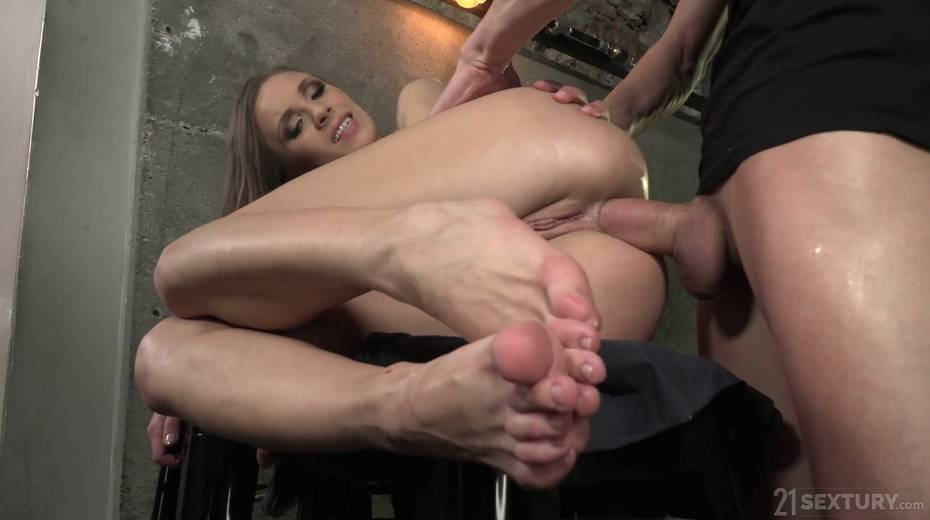 Leggy babe Veronica Clark is making love with foot fetish boyfriend - 20. pic