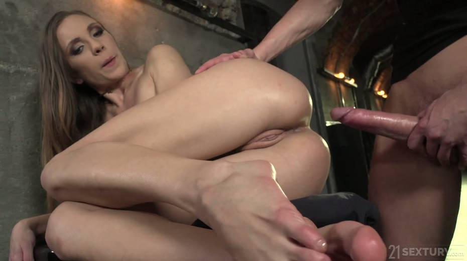 Leggy babe Veronica Clark is making love with foot fetish boyfriend - 24. pic