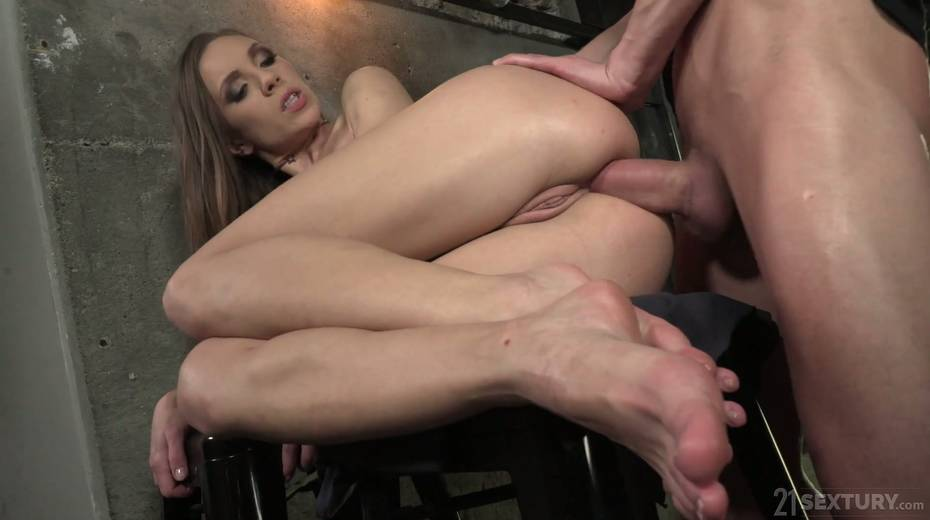 Leggy babe Veronica Clark is making love with foot fetish boyfriend - 25. pic