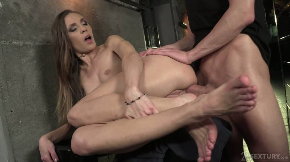 Leggy babe Veronica Clark is making love with foot fetish boyfriend - 26. pic