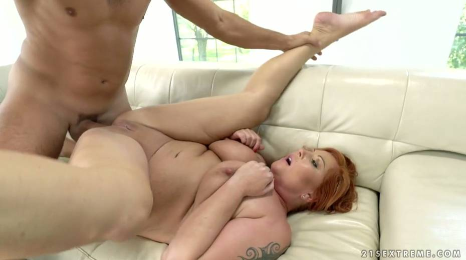 Red haired cougar Tammy Jean gets her anus fucked by young horny lover - 25. pic