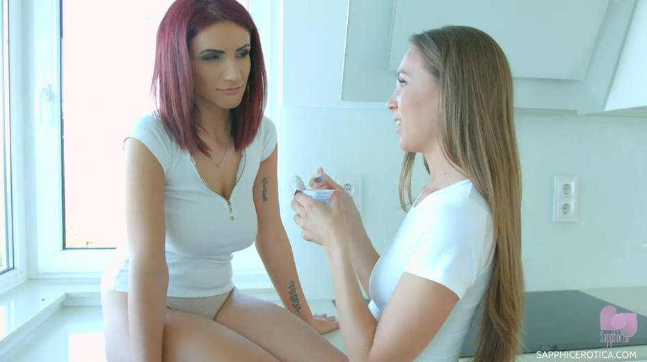 Gorgeous lesbian babe Veronica Clark fucks girlfriend's pussy with fingers - 4. pic