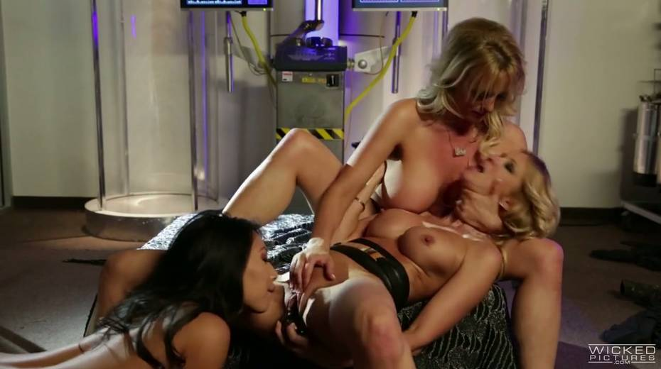 Delicious porn model Jessica Drake is making love with sex appeal babes - 18. pic