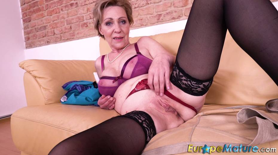 Granny enjoys masturbating her wrinkled and worn out pussy - 15. pic