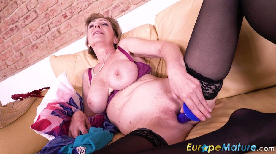 Granny enjoys masturbating her wrinkled and worn out pussy - 19. pic