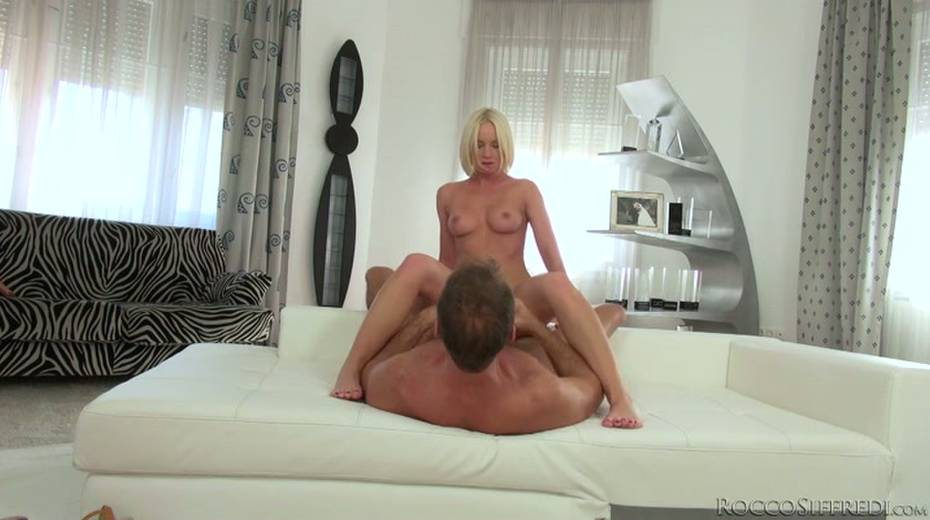 Hot blonde is pushed to her limits by Rocco Siffredi - 2. pic