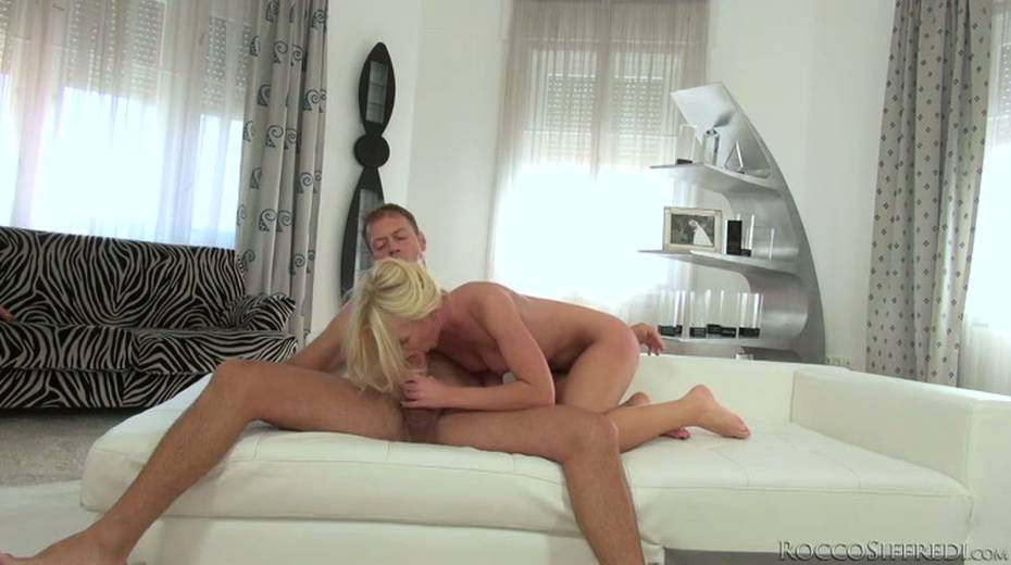 Hot blonde is pushed to her limits by Rocco Siffredi - 8. pic