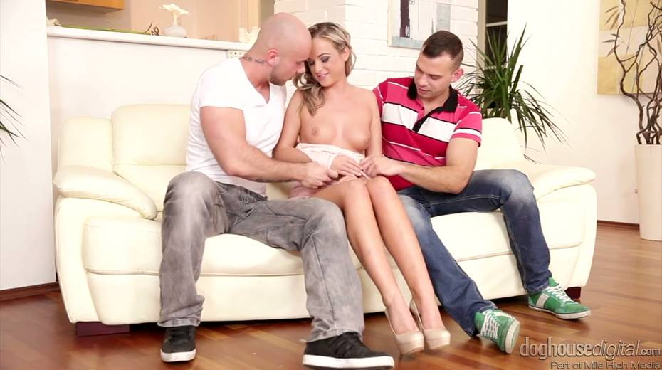 Whorish chick Vinna Reed enjoys having threesome sex with bisexual guys - 2. pic