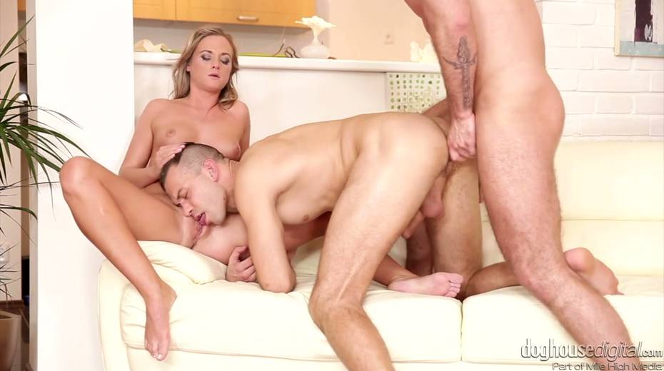 Whorish chick Vinna Reed enjoys having threesome sex with bisexual guys - 6. pic