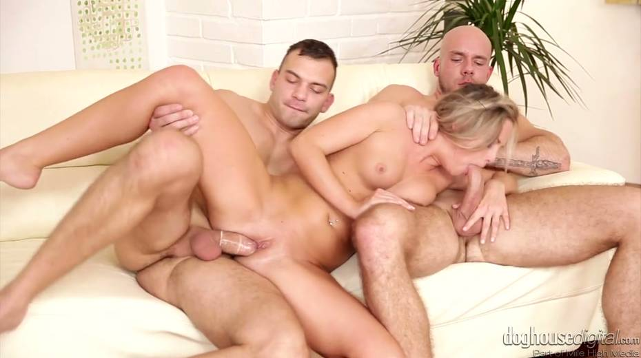 Whorish chick Vinna Reed enjoys having threesome sex with bisexual guys - 25. pic