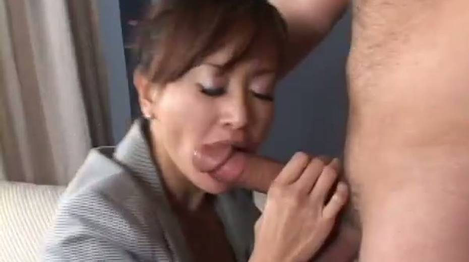 This cock crazed Asian MILF really enjoys receiving rimjobs - 5. pic