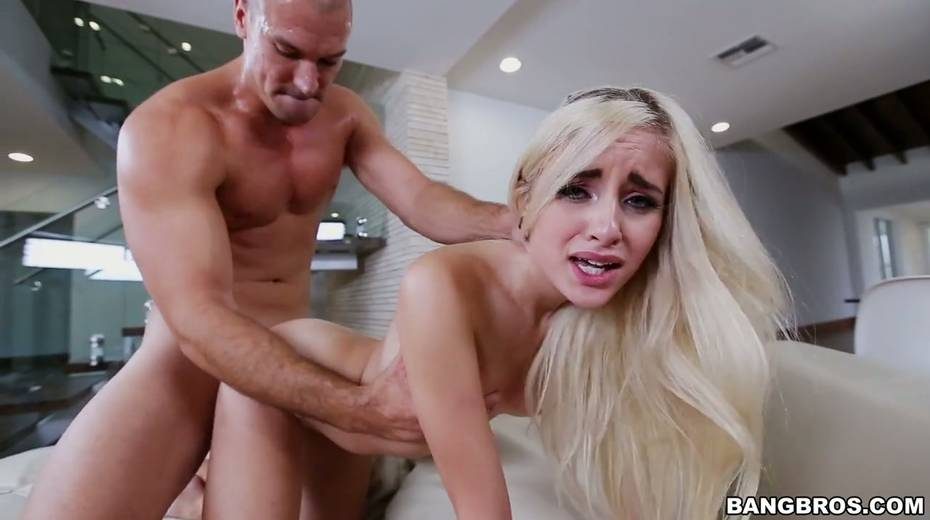Petite blonde Naomi Woods is impaled on huge thick penis - 22. pic