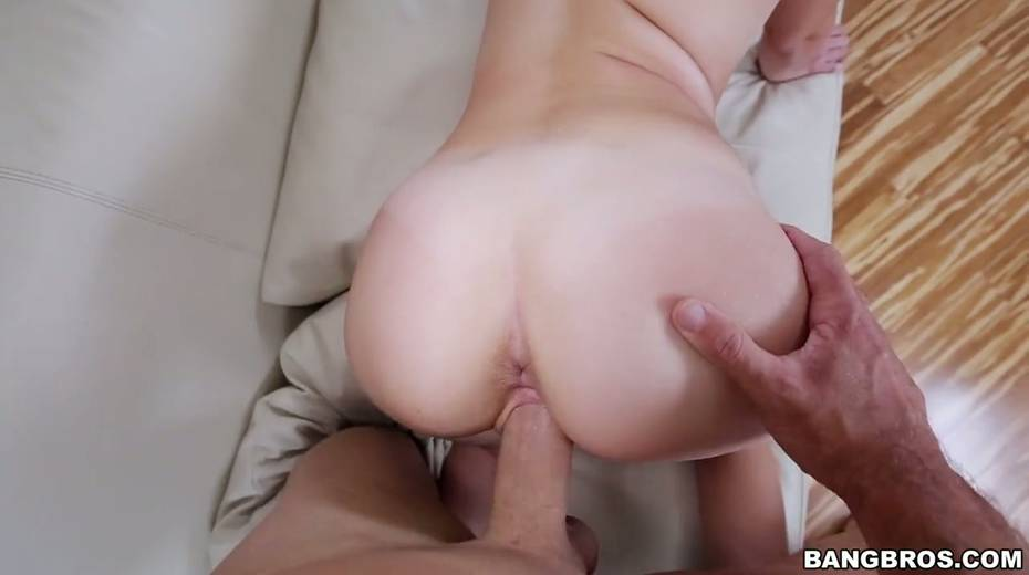 Petite blonde Naomi Woods is impaled on huge thick penis - 25. pic