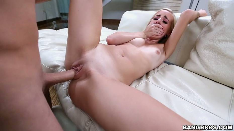 Petite blonde Naomi Woods is impaled on huge thick penis - 27. pic